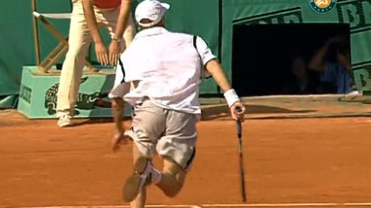Le coup entre les jambes mythique d'Andre Agassi à Roland-Garros en 1999.