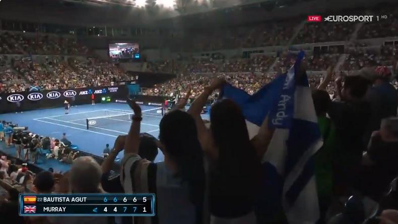 Andy Murray reçoit une ovation magnifique dans le cinquième set contre Roberto Bautista Agut à l'Open d'Australie 2019.