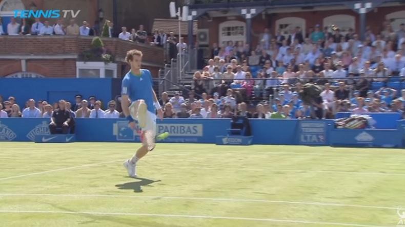 Andy Murray n'est pas un habitué de la catégorie trick shots mais l'Ecossais se débrouille plutôt bien.