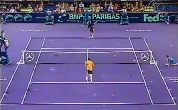 Un smash dos au filet monstrueux de Hicham Arazi au Masters Series de Paris-Bercy 2001.