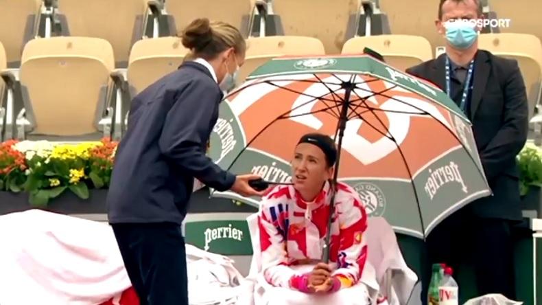 Victoria Azarenka dit clairement ce qu'elle pense à l'officielle du tournoi sur les conditions de jeu.