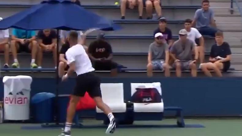 Benoît Paire fissure et insulte un spectateur qui avait parlé pendant un point à l'US Open 2021.