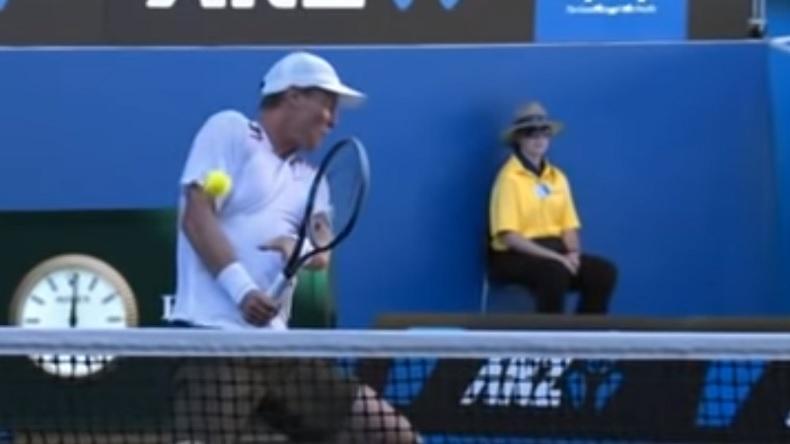 Tomas Berdych se fait allumer par Nicolas Almagro en huitièmes de finale de l'Open d'Australie 2012.