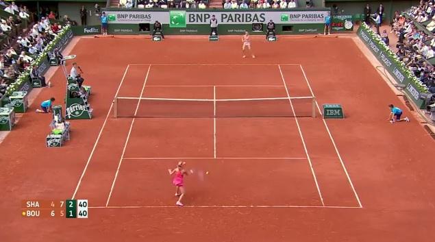 Eugénie Bouchard (en bas) et Andrea Petkovic ont marqué les meilleurs points des demi-finales à Roland Garros.