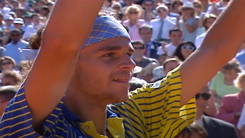 """En 1997, Gustavo Kuerten dit """"Guga"""", entrait dans la légende en remportant son premier Roland-Garros au terme d'un parcours héroïque."""