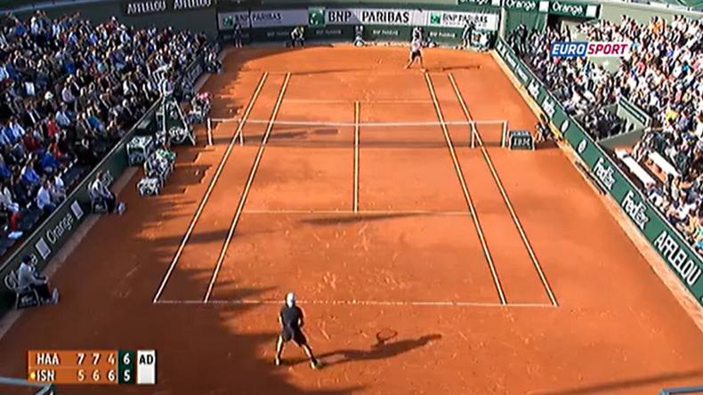 Roland-Garros 2013. Troisième tour. Haas et Isner jouent un match complètement fou de 4h37. Le géant américain sauvera 12 balles de match : un record.