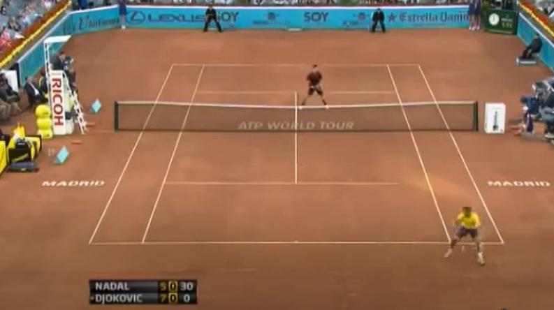 Rafael Nadal, juste avant de réaliser un des plus beaux coups de sa carrière : un tweener lobé somptueux.