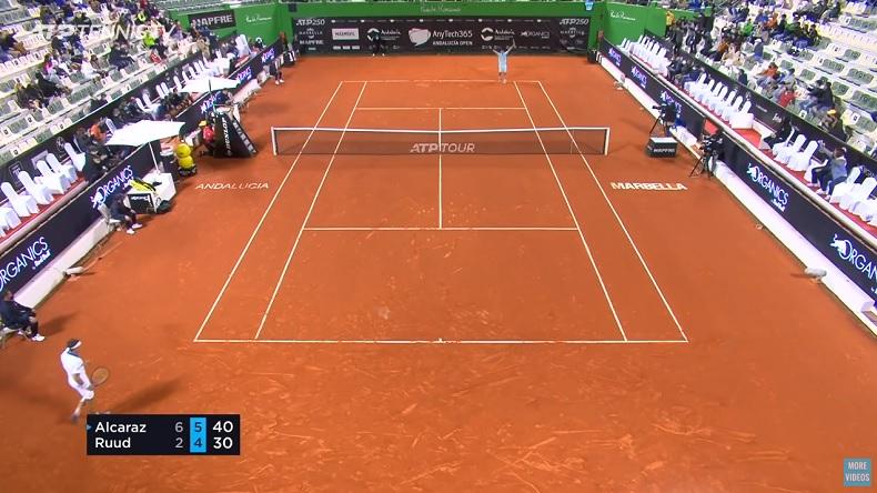 Première demi-finale pour le circuit ATP pour le jeune Carlos Alcaraz, 17 ans, auteur d'une performance impressionnante contre Ruud.