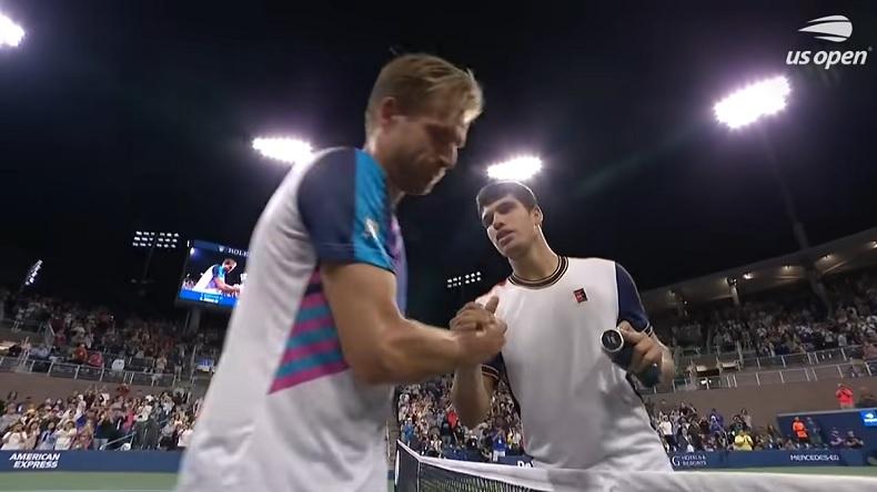 Carlos Alcaraz devient le plus jeune joueur de l'histoire à se hisser en quarts de finale de l'US Open dans l'ère Open.