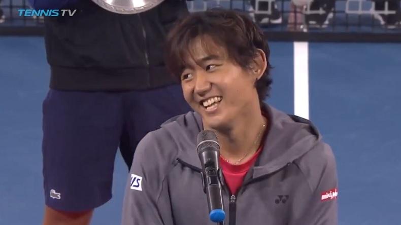 La demande amusante de Yoshihito Nishioka au public chinois après sa victoire au tournoi de Shenzhen 2018.