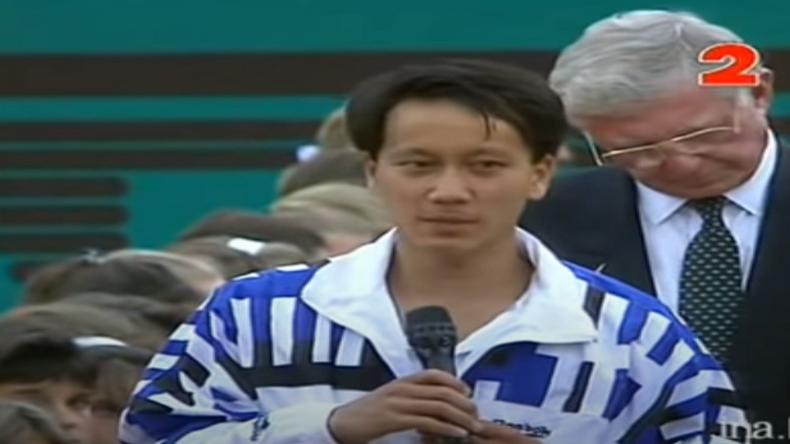 En 1995, lors de la cérémonie de la finale Muster-Chang, Nelson Monfort avait fait une belle boulette en traduisant le discours de l'Américain.