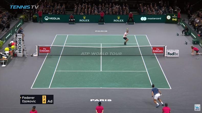 La volée double contact miraculeuse de Roger Federer contre Novak Djokovic au Rolex Paris Masters 2018.