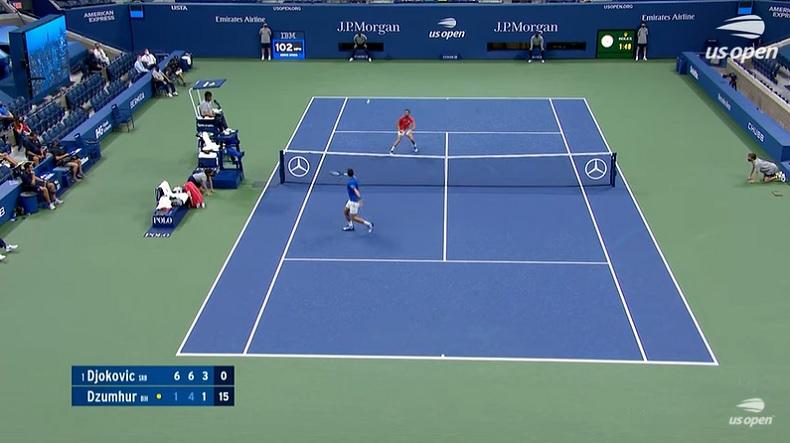 Novak Djokovic s'amuse avec Damir Dzumhur sur ce point superbe à l'US Open 2020.