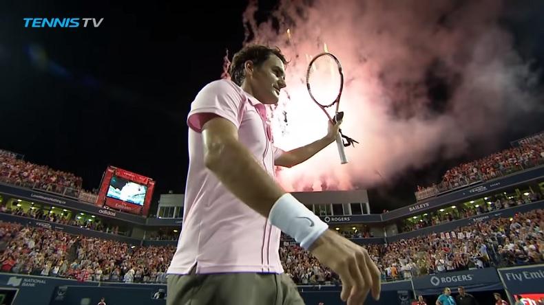 Roger Federer sort vainqueur d'un match de très haute facture contre Novak Djokovic en demi-finales du tournoi de Toronto 2010.