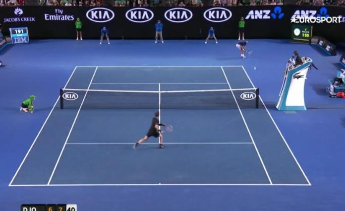 Ce passing de revers de Djokovic est monstrueux.