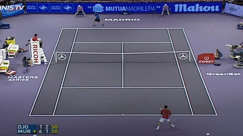 La première rencontre de l'histoire entre Novak Djokovic et Andy Murray a eu lieu à Madrid en 2006 en huitièmes de finale.