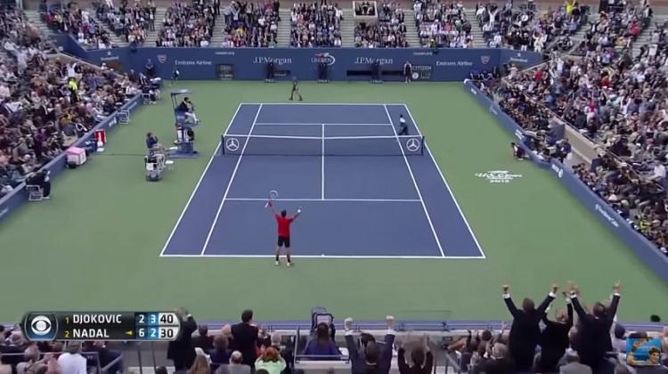 Le public se lève après ce rallye monumental de 54 frappes entre Djokovic et Nadal en finale de l'US Open 2013.