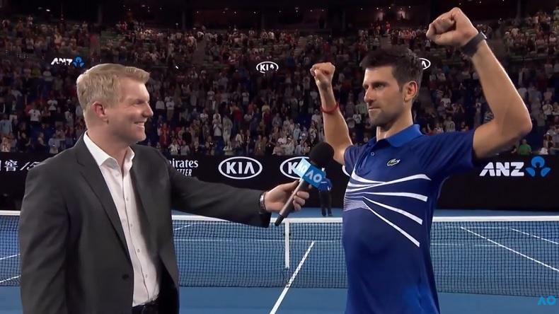 Novak Djokovic répond avec humour à Jim Courier après son match difficile contre Daniil Medvedev à l'Open d'Australie 2019.