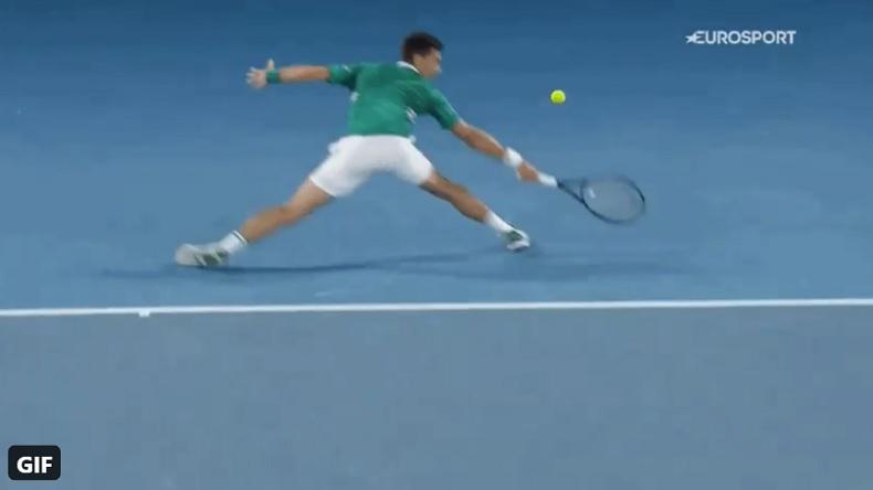 Un point magnifique de Djokovic contre Zverev en quarts de finale de l'Open d'Australie 2021.