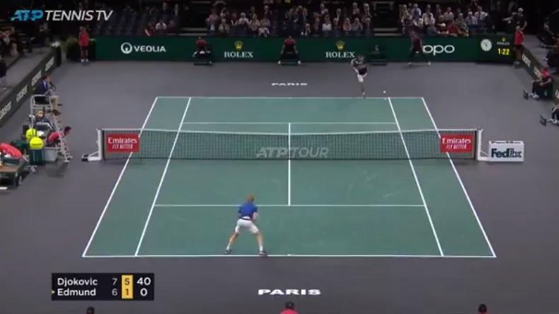 Novak Djokovic met trois retours gagnants pour conclure son match contre Edmund au Rolex Paris Masters 2019.
