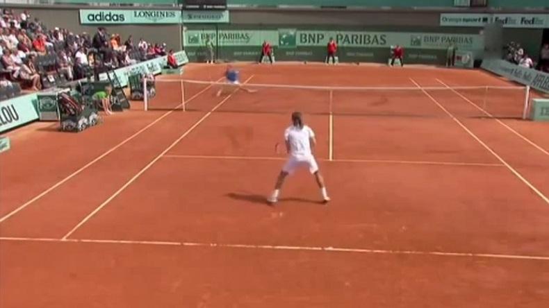 Dolgopolov accro aux amorties à Roland-Garros.