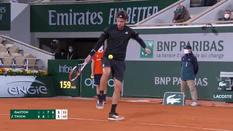 Le contrôle de balle soyeux de Dominic Thiem, avec les pieds, contre Gaston à Roland-Garros 2020.