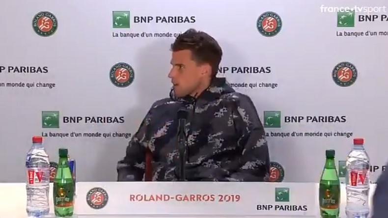 Dominic Thiem, vénère, après s'être fait virer de la salle de presse pour laisser la place à Serena Williams à Roland-Garros.