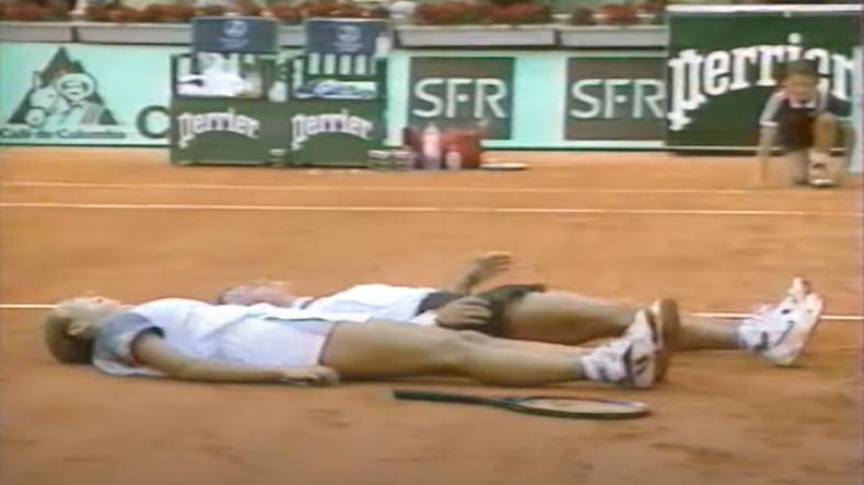 En 1997, en quarts de finale, Ruxandra Dragomir s'était allongée à côté de sa pote Iva Majoli, malgré la défaite. Une des images fortes de Roland-Garros.