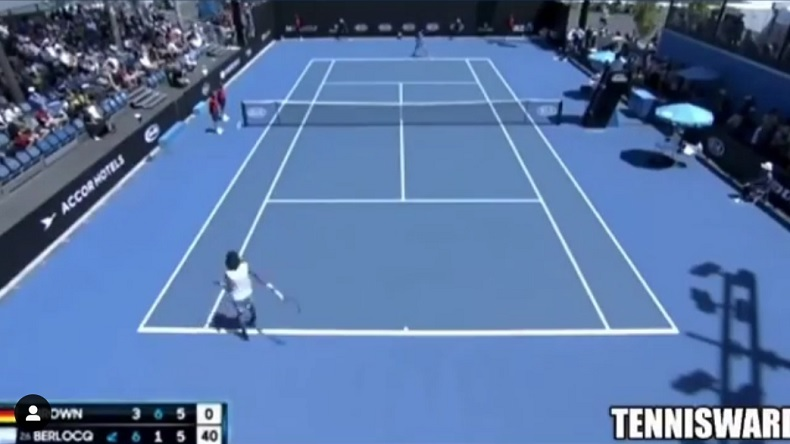 Le retour amorti rétro de Dustin Brown à l'Open d'Australie 2019, dans la plus grande insolence.