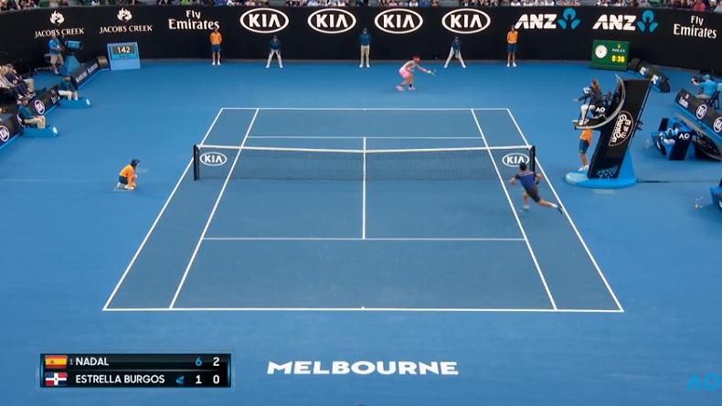 Victore Estrella Burgos dépose les armes contre Rafa Nadal à l'Open d'Australie 2018.