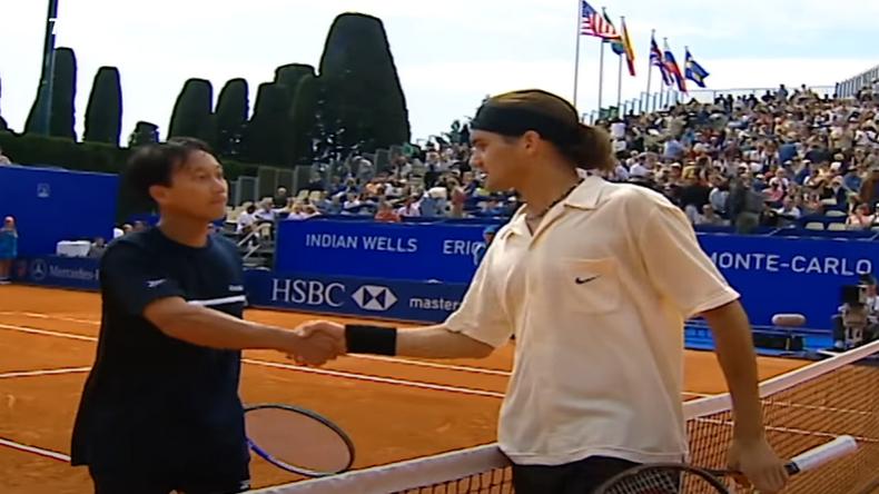 Federer et Chang à Monte-Carlo en 2001 ou la rencontre de deux générations différentes.