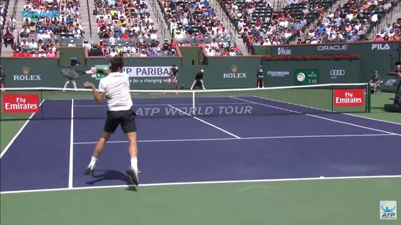 Le plus beau point du match Federer - Coric à Indian Wells.