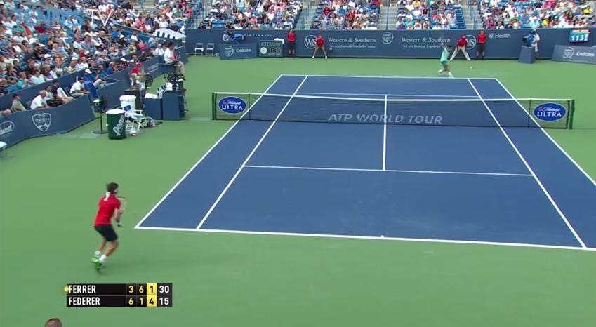 Roger Federer signe le hot shot de la finale du Masters 1000 de Cincinnati 2014 avec un revers gagnant en demi-volée.