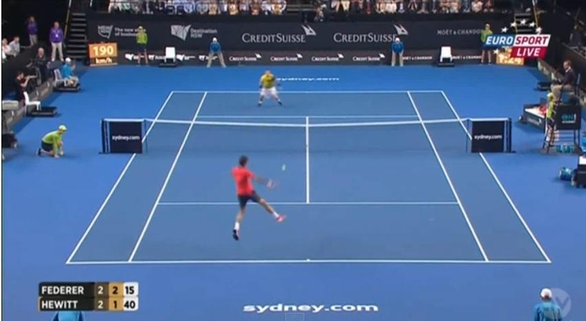 Le point le plus spectaculaire de l'exhibition entre Federer et Hewitt.