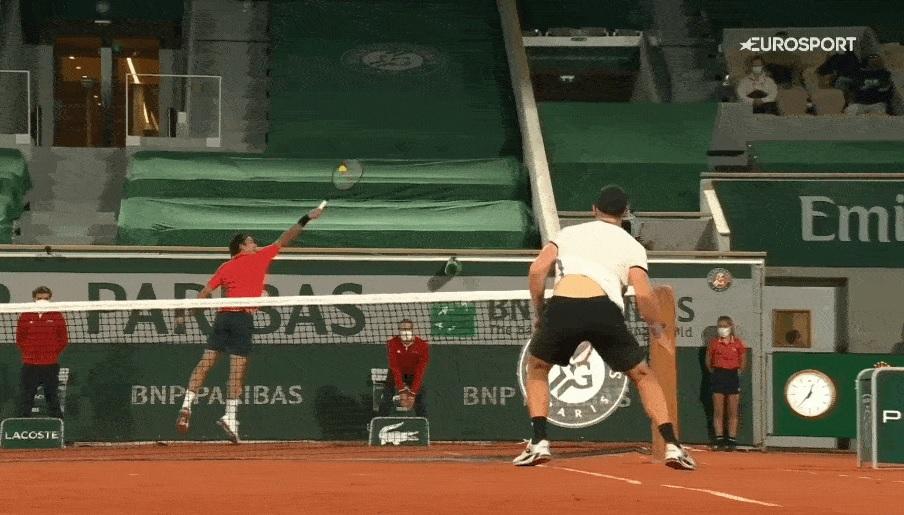 La défense magique de Roger Federer contre Dominik Koepfer à Roland-Garros 2021.