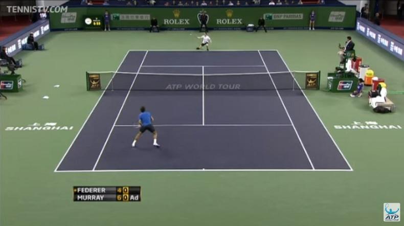 Un rallye superbe entre Roger Federer et Andy Murray au Masters 1000 de Shanghai 2012. Le point du match tout simplement.