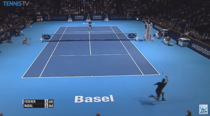 Federer fait un passing à la Nadal