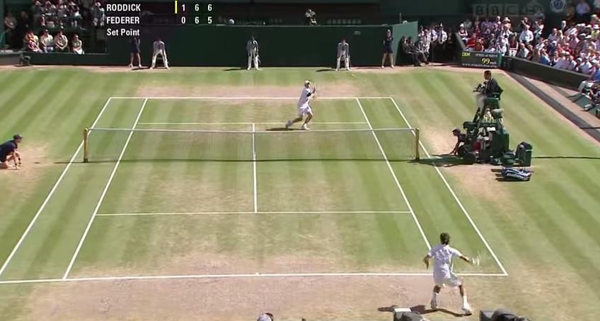 Cette volée dans le tie-break du deuxième set est probablement le tournant de cette finale de Wimbledon 2009 entre Roger Federer et Andy Roddick.