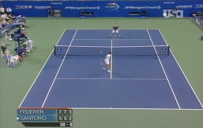 Sortez le pop-corn pour ce résumé hallucinant de Federer - Santoro à l'US Open 2005.
