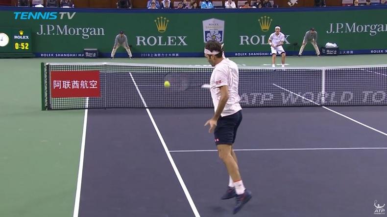 Roger Federer a livré une masterclass en revers contre Kei Nishikori au Masters de Shanghai 2018.