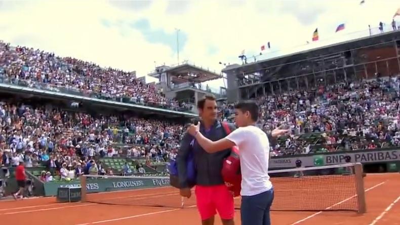 Sans pression, cet ado est carrément allé sur le court pour avoir un selfie avec Roger Federer.