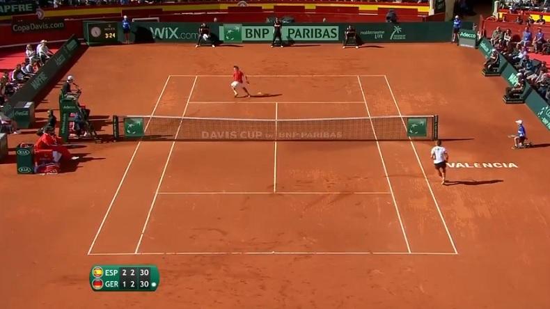 Ferrer et Kohlschreiber jouent au chat et à la souris sur ce point superbe.