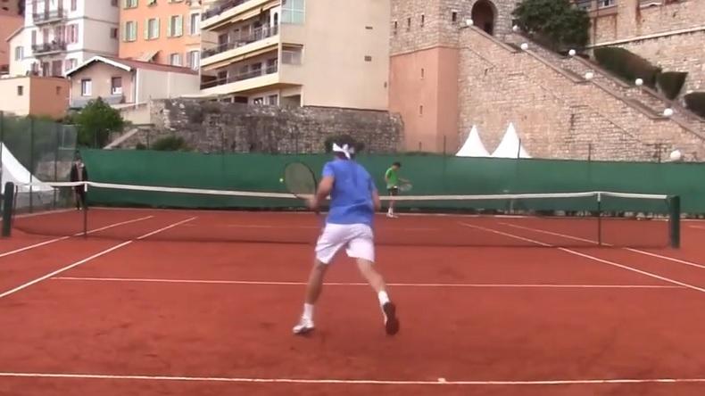 Un entraînement filmé à hauteur des joueurs entre David Ferrer et Bernard Tomic au Masters 1000 de Monte-Carlo 2012.