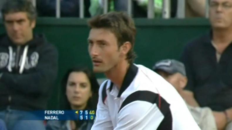 Juan-Carlos Ferrero bat Rafael Nadal au premier tour d'un tournoi sur terre battue au Masters de Rome 2008. Le seul first à ce jour de Rafa sur ocre.