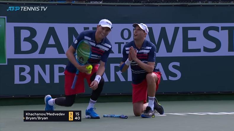 Les frères Bryan remercient dieu de leur avoir donné autant de solidité au filet, après un point légendaire gagné à Indian Wells.