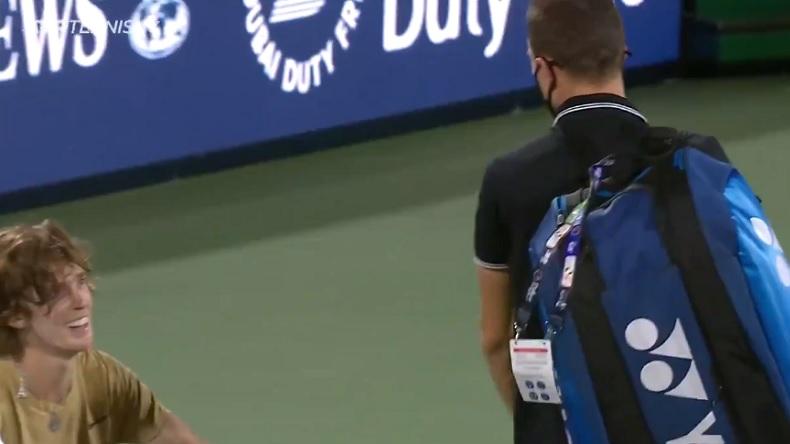 La phrase amusante de Marton Fucsovics à Andrey Rublev en quittant le court, après sa défaite à Dubaï.