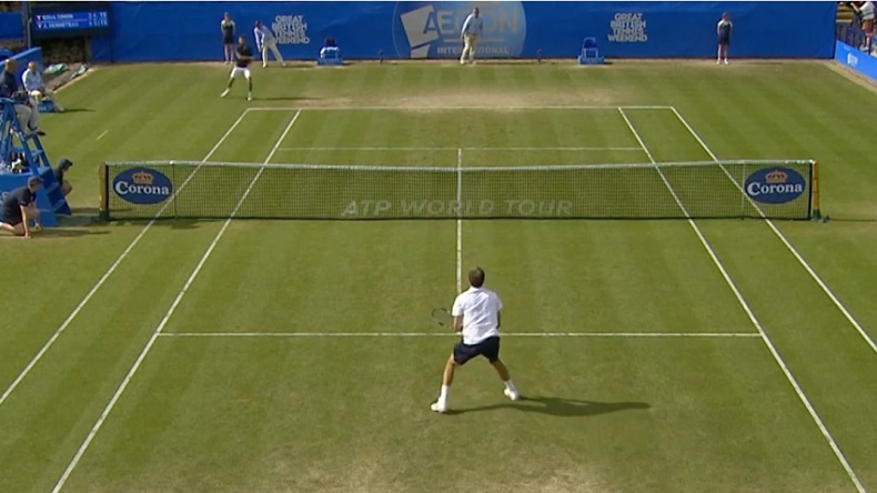 Gilles Simon fusille un ramasseur au tournoi de Eastbourne 2014.
