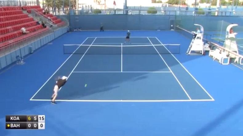 Artem Bahmet est nul au tennis mais il fait des tournois pros et il ne marque pas un point.