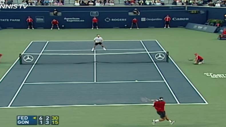 Fernando Gonzalez avait un des coups droits les plus puissants de l'histoire du tennis. Ici, c'est Roger Federer qui en fait les frais.