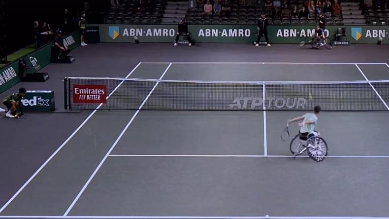 La volée rétro de Gordon Reid en tennis-fauteuil à Rotterdam.